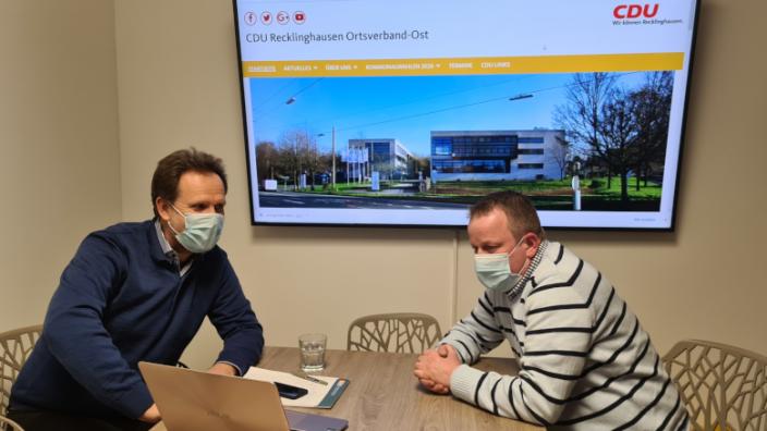 Diskussion zur Internet-Nutzung Carsten Bieker und Stephan Kuhlmann